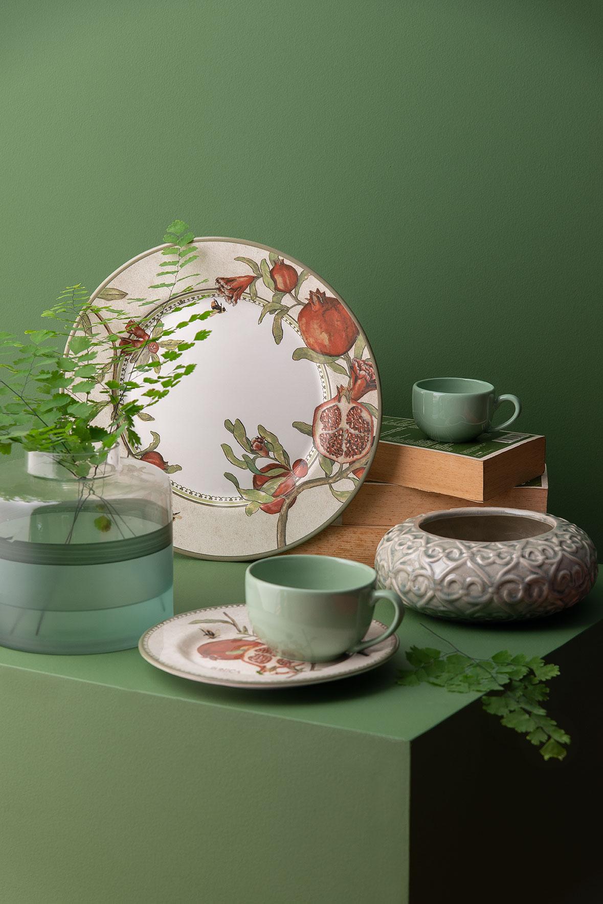 3690a7ebb2 Vaso de cerâmica da Buzzios; pratos e xícaras da Alleanza e vaso de vidro  verde da Maiori casa.